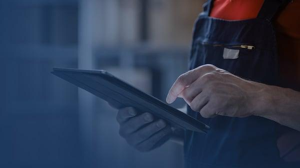 Mitarbeiter benutzen 3YOURMIND's AMPI Use Case Screening Software