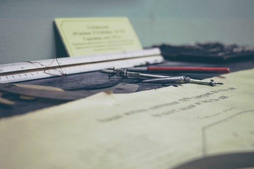 desk-828962__340.jpg