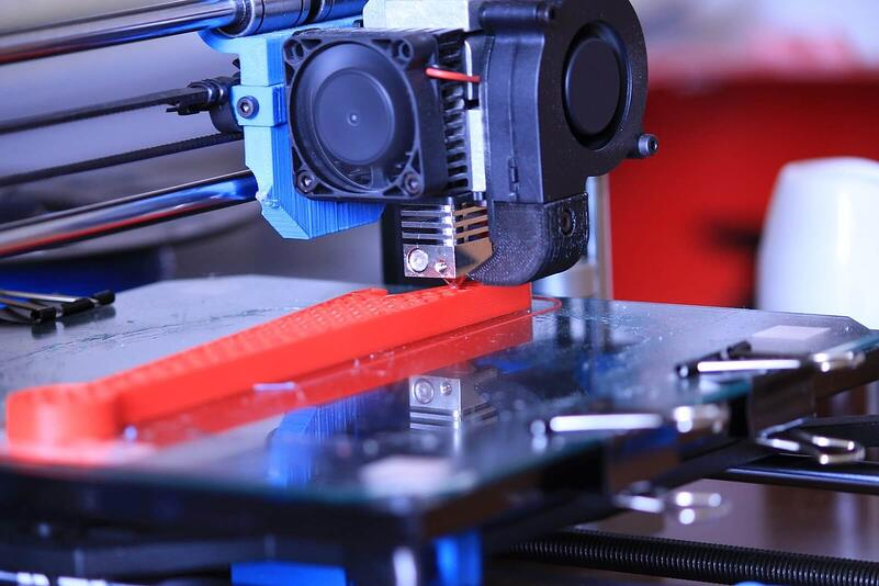 ABS-extruder-laying ABS layer-by-layer-on-3D-FDM-printer-platform.jpg
